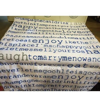 Camino de mesa blanco letras azules